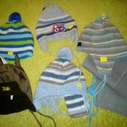 Many children's hats