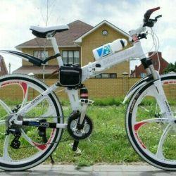 Beyaz döküm tekerlekli beyaz Mercedes bisiklet