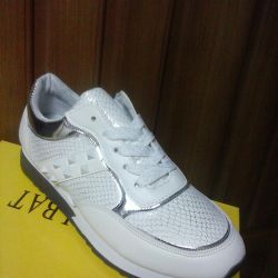 Sneakers new 37.38