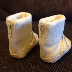 Boots warmed new for 1-3 months