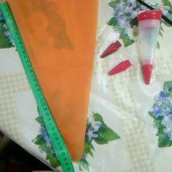 Τσάντα ζαχαροπλαστικής και σύριγγα για διακόσμηση επιδόρπια