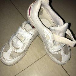 Τα πάνινα παπούτσια που χρησιμοποιούνται στο fizru ή απλά