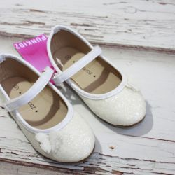 NEW cream colored shoes Punkidz (France)