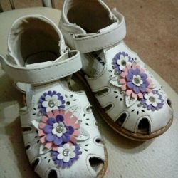 Sandals (2 pairs)