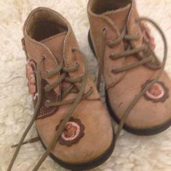 Μπότες για ένα κορίτσι