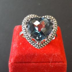 White gold ring with topaz and diamonds