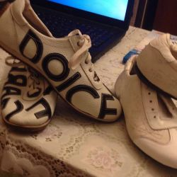 2 pairs of p-39 sneakers, and 40, in excellent condition