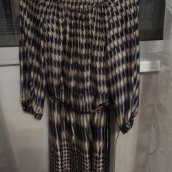 Το φόρεμα είναι μεταξωτό, 42 μεγέθη.