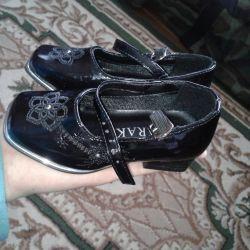 ayakkabı, birkaç kez giyinmiş, iç taban 13.5-14 cm.