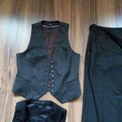 Suit: trousers +2 waistcoats