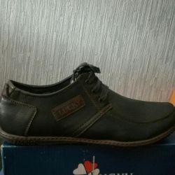 Новые мальчиковые туфли,в коробке