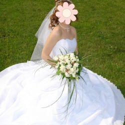 Wedding dress 42-44, gloves, veil, ornaments