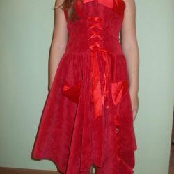 όμορφο φωτεινό φόρεμα