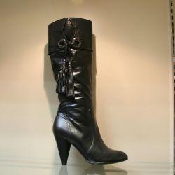 112. Autumn boots, p. 35,36,37,40, leather