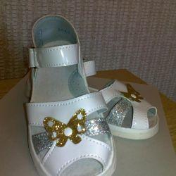 Sandals elegant at the matinee!