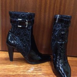 Half boots-lacquered Italy