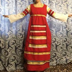 Costum pentru scena, folclor rusesc.