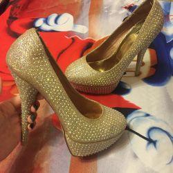 New wedding shoes with rhinestones