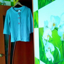Mint-colored new well-dressed cardigan in good hands