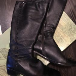 Demi-season leather boots