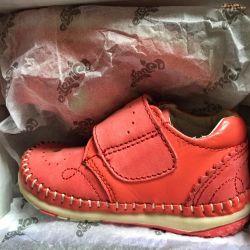Новые. Кожаные Детские ботинки