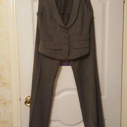 Üç parçalı takım elbise