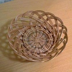 A wicker plate made of twigs, diameter - 17cm.