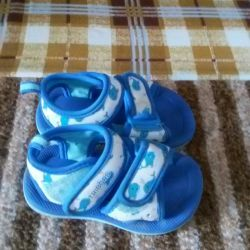 Selling very light and comfortable sandals