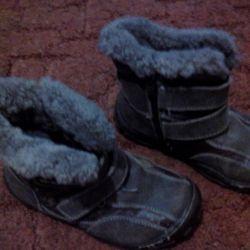 winter boots, fur