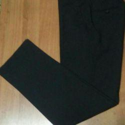 Pantaloni noi, dimensiune 48, tăiat clasic