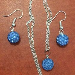 Jewelry set: pendant and earrings.