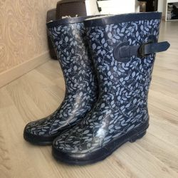 P35 rubber boots