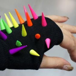 Gloves without fingers with spikes