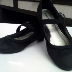 Shoes suede for the girl, the 33rd size, Finland