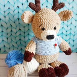 Knitted deer Yasha