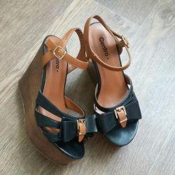 Sandale 36-37 pe stâncă
