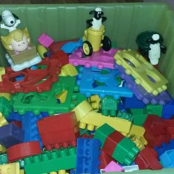 Designer for rent (many toys in profile)