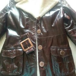Sheepskin leather-lacquer on natural fur.