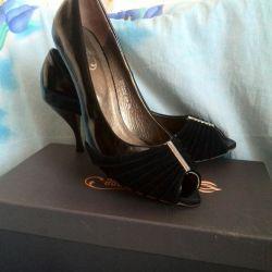 Kutu ayakkabı yeni