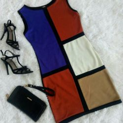Платье силуэтное 42