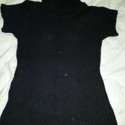Tricotat pulover cu mâneci scurte.