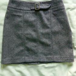 Η φούστα είναι ζεστή στην επένδυση