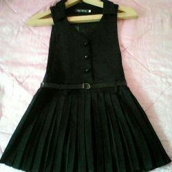 Bir kıza okul kıyafeti.