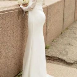 Wedding dress with sleeves silhouette