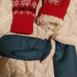 Două perechi de mănuși calde