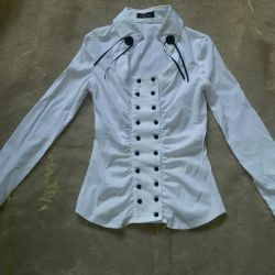 White stretch blouse. In excellent condition!