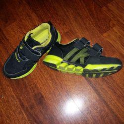 Erkek çocuk ayakkabı, kullanılmış, siyah renk, beden 30