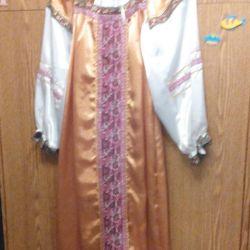 Costum rusesc luxos cu kokoshnik