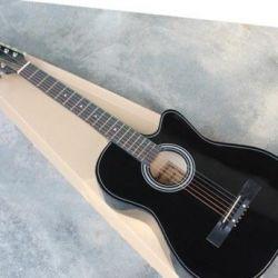Μαύρη κιθάρα με περικοπή