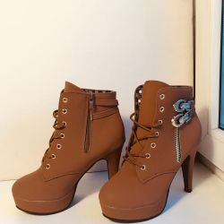 Urgently! Stylish Boots New 35